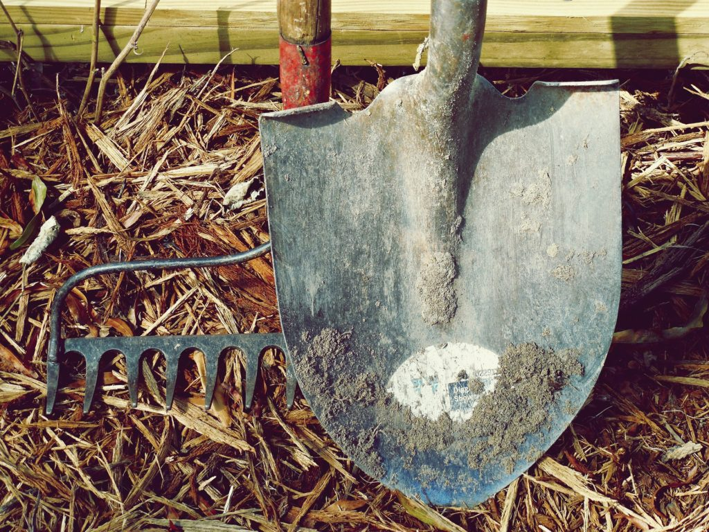 gardening shovels and spades