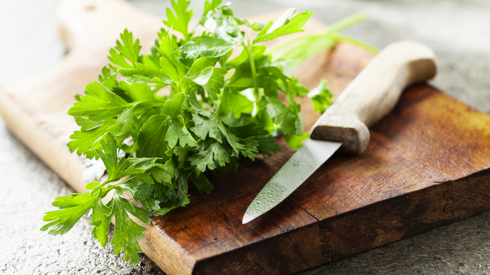 7-delicious-herbs-you-can-plant-in-the-shade-fresh-parsley-on-cutting-board