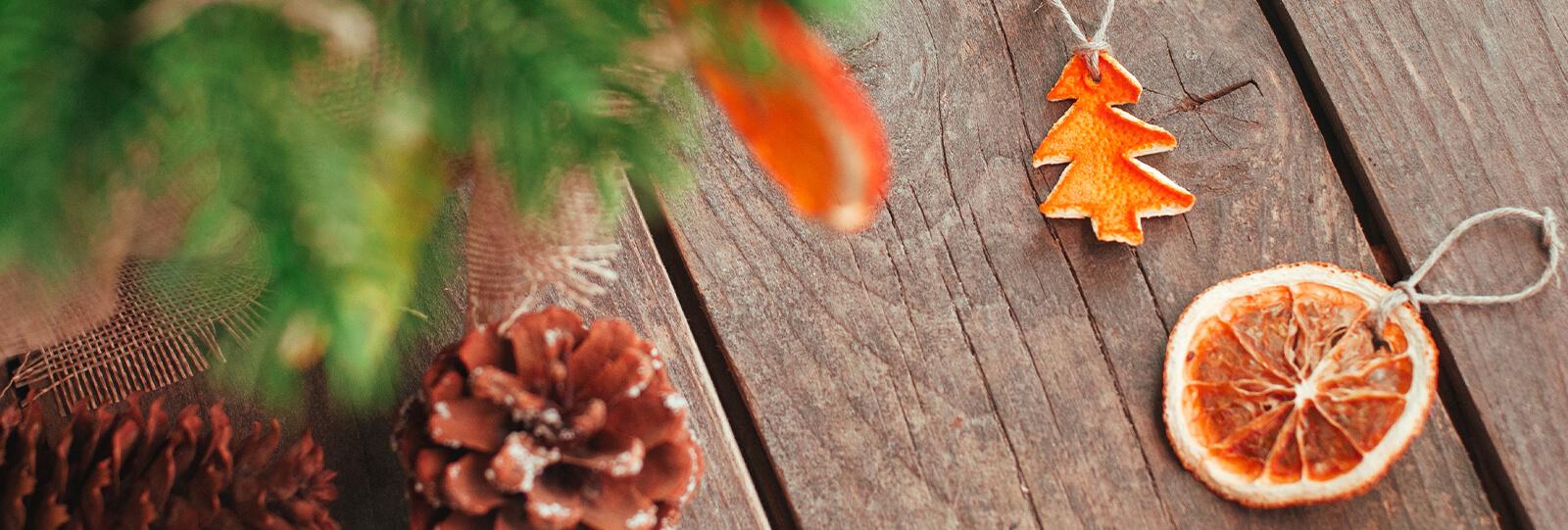 PFAS-christmas-tree-trends-citrus-orange-ornaments-pine-cones-header