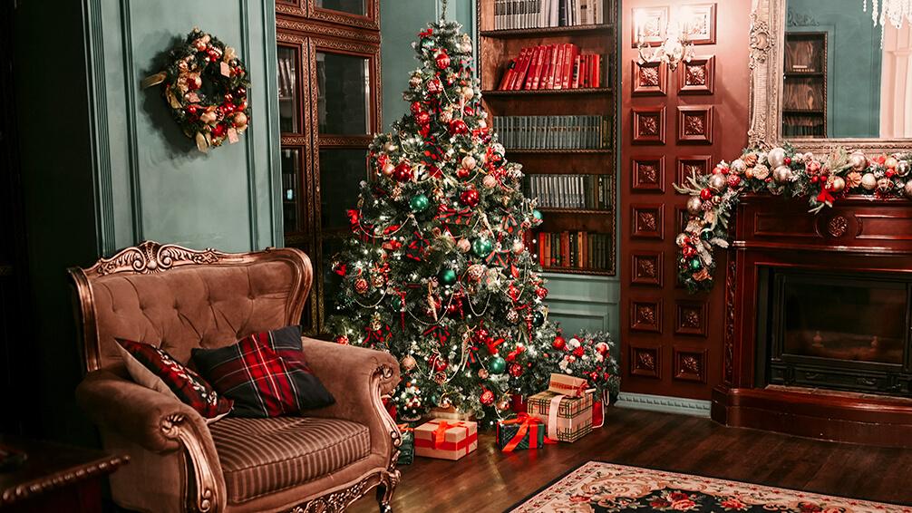 PFAS-christmas-tree-trends-vintage-antique-decor