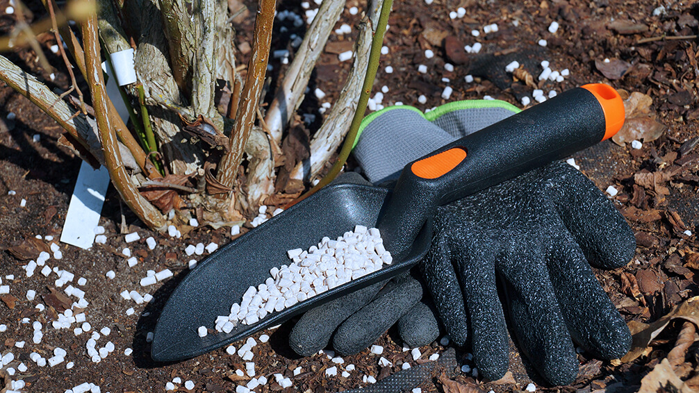 plants for all seasons fertilizing trees shrubs fertilizer supplies